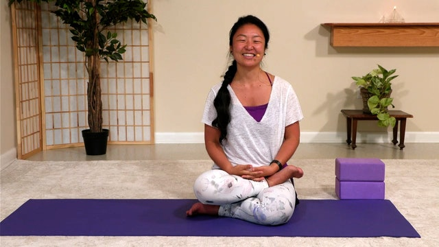 Hatha Yoga - Portuguese Level 2 with Rukmini Ando