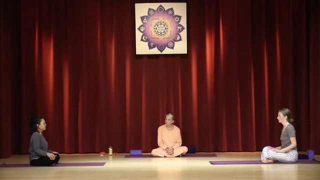 Hatha Yoga - Level 2 with Swami Arivananda