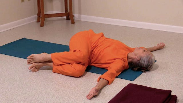 Hatha Yoga Tips: Lying Spinal Twist w...