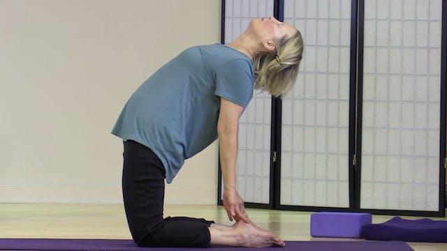 Hatha Yoga - Level 2-3 with Saci Murp...