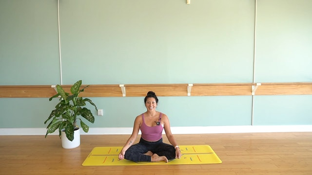 Beginners Vinyasa Yoga with Yvonne Rodriguez (Level 1)