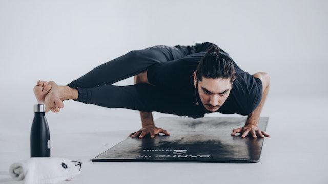 60Min Vinyasa Yoga con Alejandro