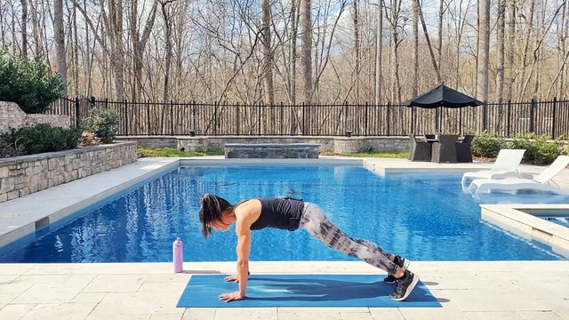 9-Minute Quick Bodyweight Burner (Upper Body, Lower Body and Core!)