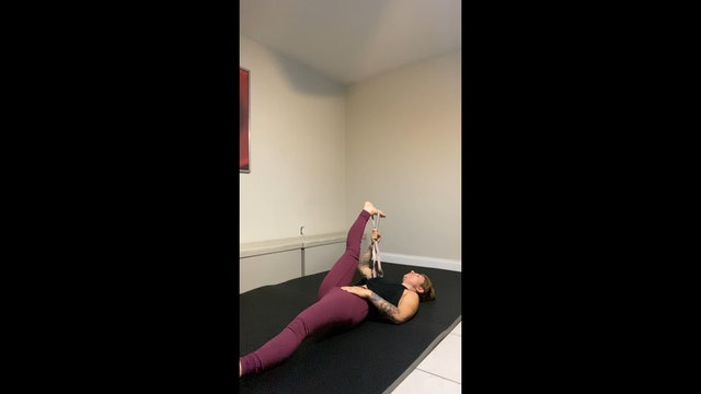 18 Min Stretch & Legs w/ Jil