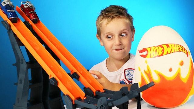 Hot Wheels: VS Track & Play-Doh Surprise Egg!