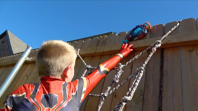 Iron Spider-Man Obstacle Course and G...