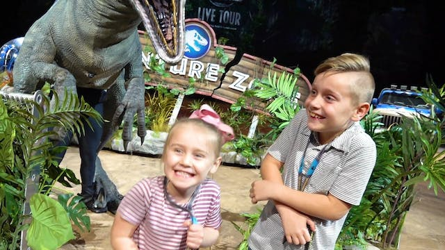 Meeting the Dinosaurs at Jurassic Wor...