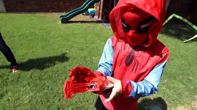 Web Shooters! Spiderman Homecoming Gear Test #1