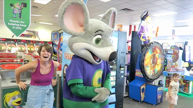 Chuck E Cheese plays the Floor is Lava!