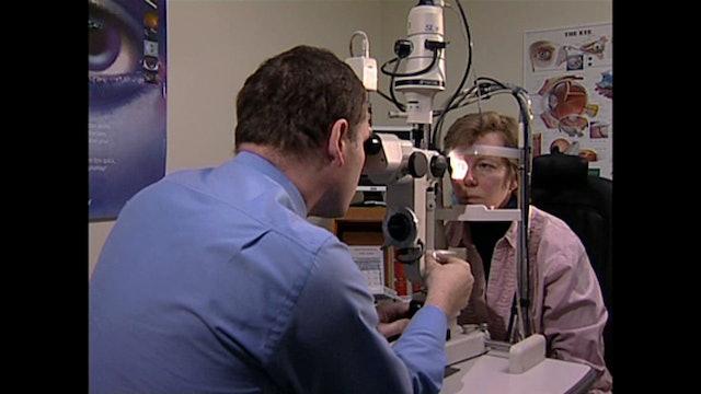 CL009 Slit-lamp examination of the corneal endothelium.