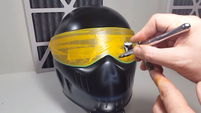 Airbrushing Skull Style Helmets (Part 1)