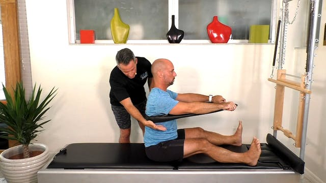 Tips: spine stretch w band