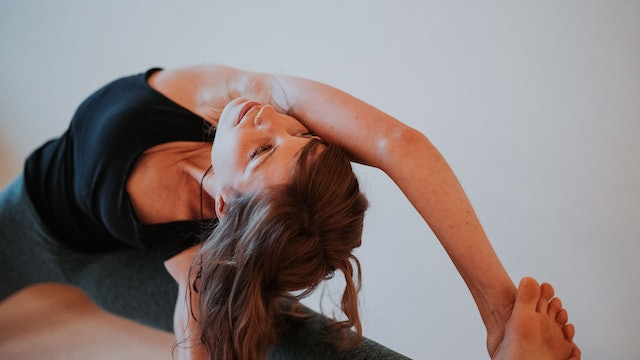Leg Lengthening + Strengthening into Vishvamitrasana with Valerie