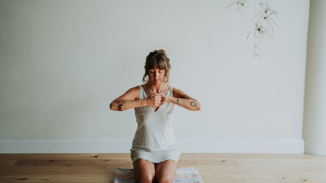 Strong Foundation | A Core Work Mini-Flow with Audra