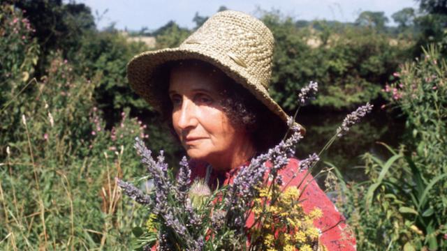 Juliette of the Herbs