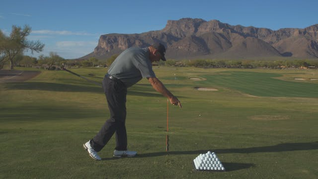 RIGHT SHOULDER IN THE DOWNSWING
