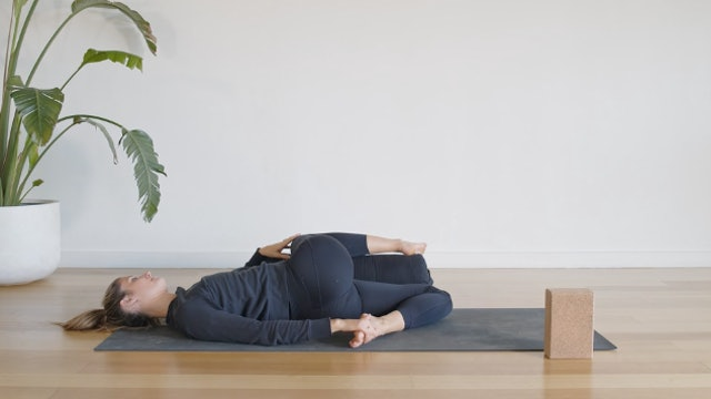 25 Minute Yin for Spine + Hips