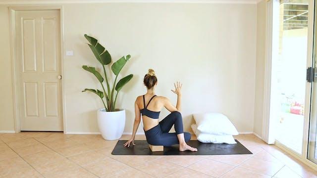 16 Minute Gentle, Period Friendly Yoga