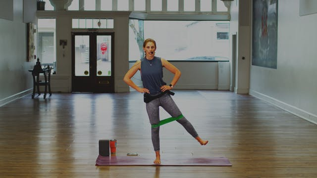Mat Pilates :Working The Sideline | M...