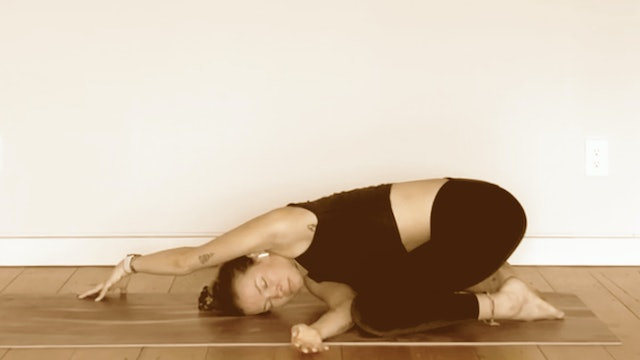 Utkatasana (Chair Pose) | Kelsey