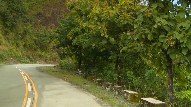 """Walk along Mountain Edges""-S3530"