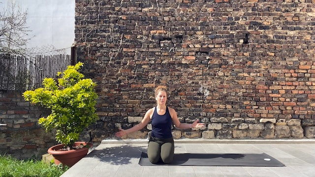 15 Minute Yoga Flow with Sasha Yoga + Wellness
