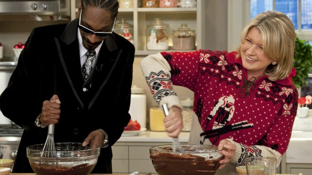 MSS S5 E064V The Christmas Sweater & Cookie Show; Snoop Dogg; Renee Fleming