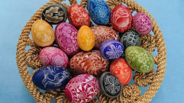 Decorating & Dyeing Eggs