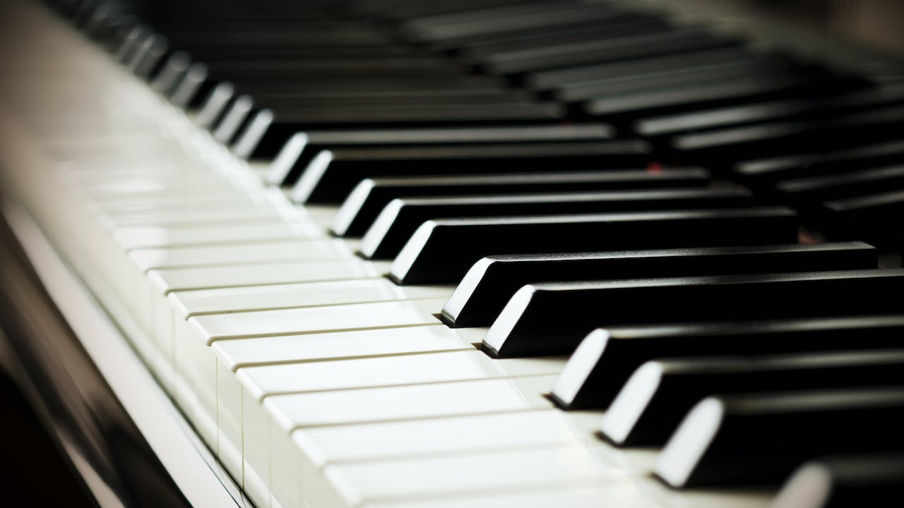Piano, Lesson 2 - The Major Scale (The Management System)