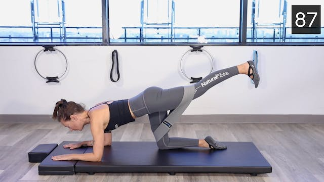 MAT - GLUTES AND ABS WITH BOOTY BAND
