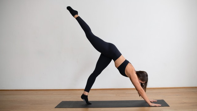 Sat 22/08 9:00am AEST | Pilates With Laura