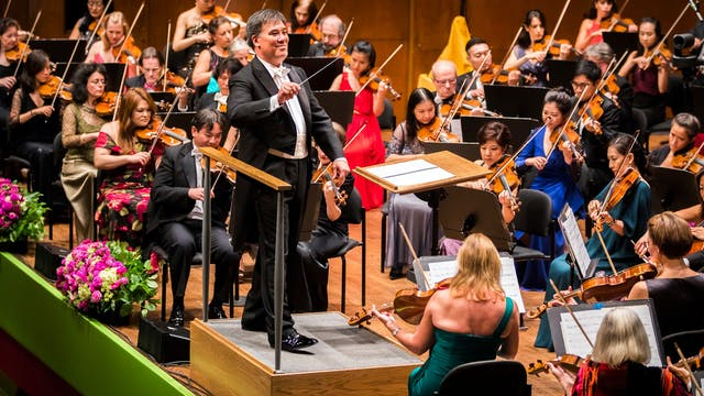 Gilbert Conducts Dvořák's New World S...