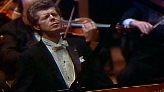 Van Cliburn Performs Grieg's Piano Co...