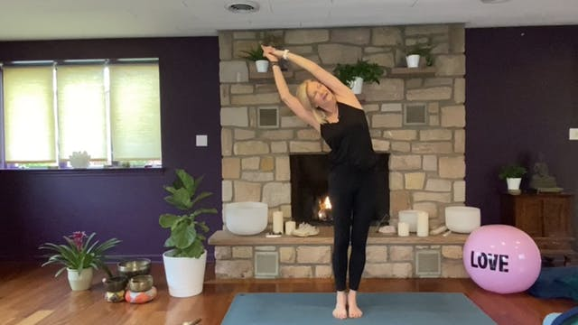 Heart Chakra Vinyasa Flow with Liz