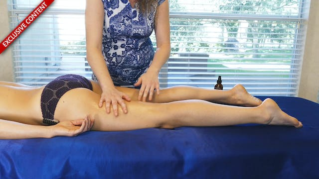 Hamstrings Massage with Corrina & Dani