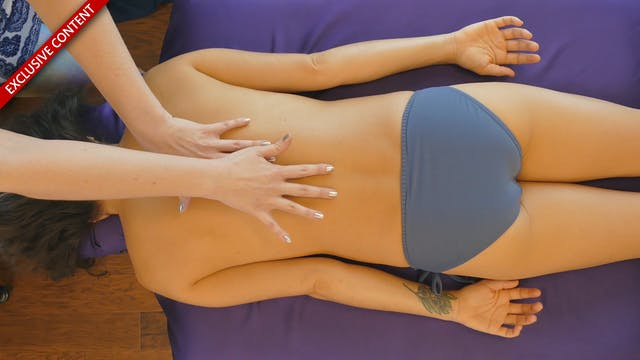 Relaxing Low Back & Spine Massage wit...