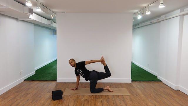 30 Minute Power Yoga Flow with Brando...