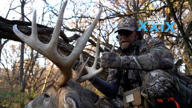 Matt Duff's Iowa Giant Buck | Monster...
