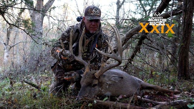 Chipper Jones Hunts a Giant Iowa Buck...