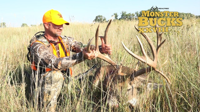 Heath Rayfield's Giant Kansas Stud | Realtree's Monster Bucks