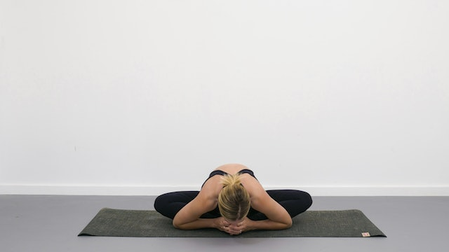Butterfly pose - Yogipedia