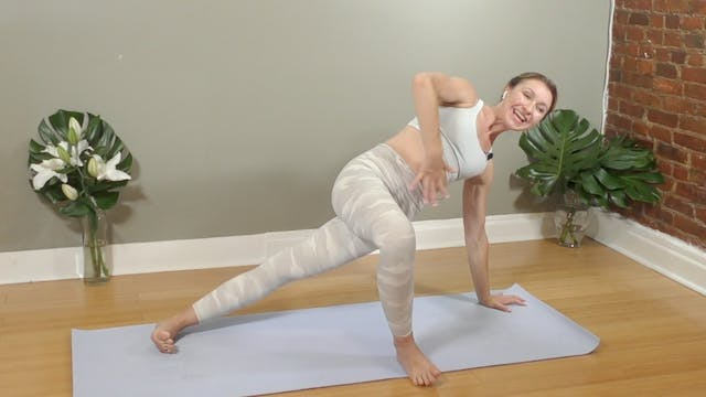 Lunchtime Yoga Flow : 21 Min.