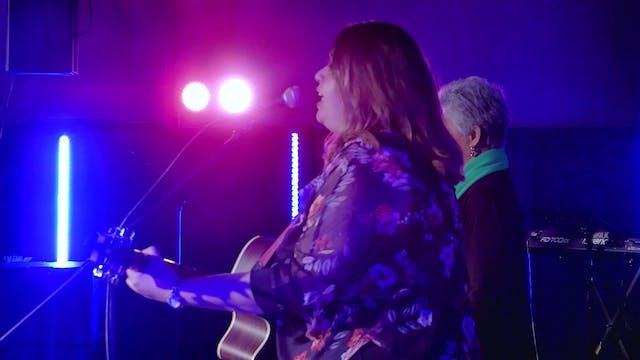 Waiata: Duet - Lesley NiaNia & Franci...