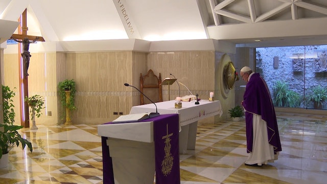 Pope in Santa Marta reveals the key to salvation: the crucifix