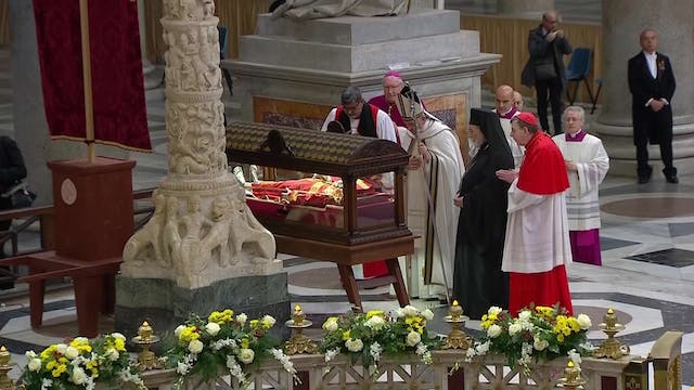 Pope Francis prays with leaders of di...