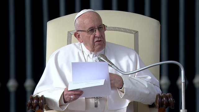 """Pope Francis: The commandments """"bring man to his truth, that is, to his poverty"""""""