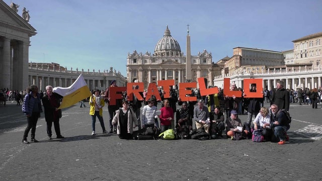Homeless pilgrims travel from Paris to Rome to see Pope Francis