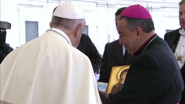Archbishop of Panama presents shoes and comic to Pope Francis to prepare for WYD