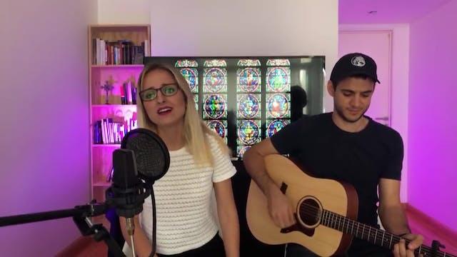 Argentine singer Athenas invites to l...