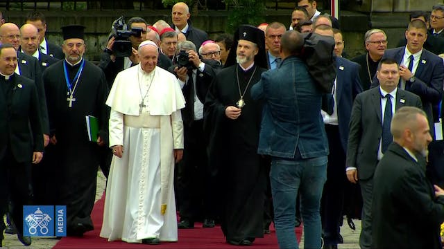 Pope Francis heads out on intense thr...